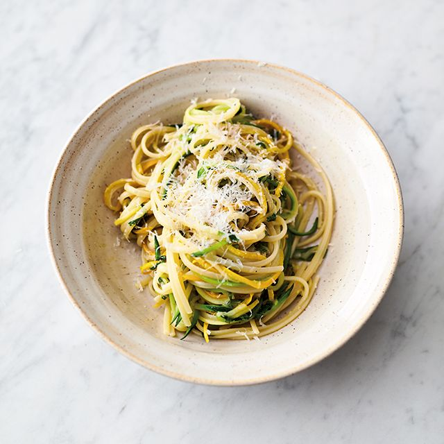 Jamie Oliver 5 ingredients quick and easy recipes lemony courgette linguine