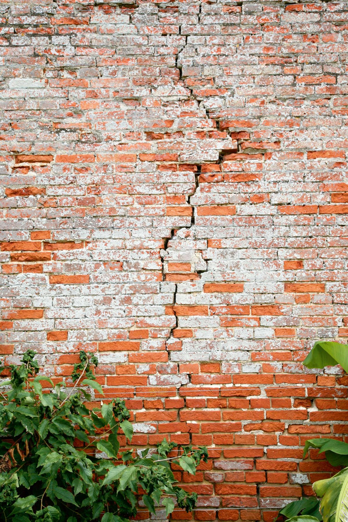 How To Deal With Cracks In Walls And Structural Problems