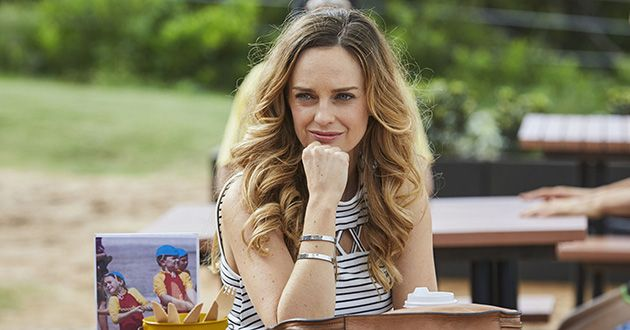 Tori Morgan sits at a table with her coffee and sees Ash approaching her direction in Home and Away.