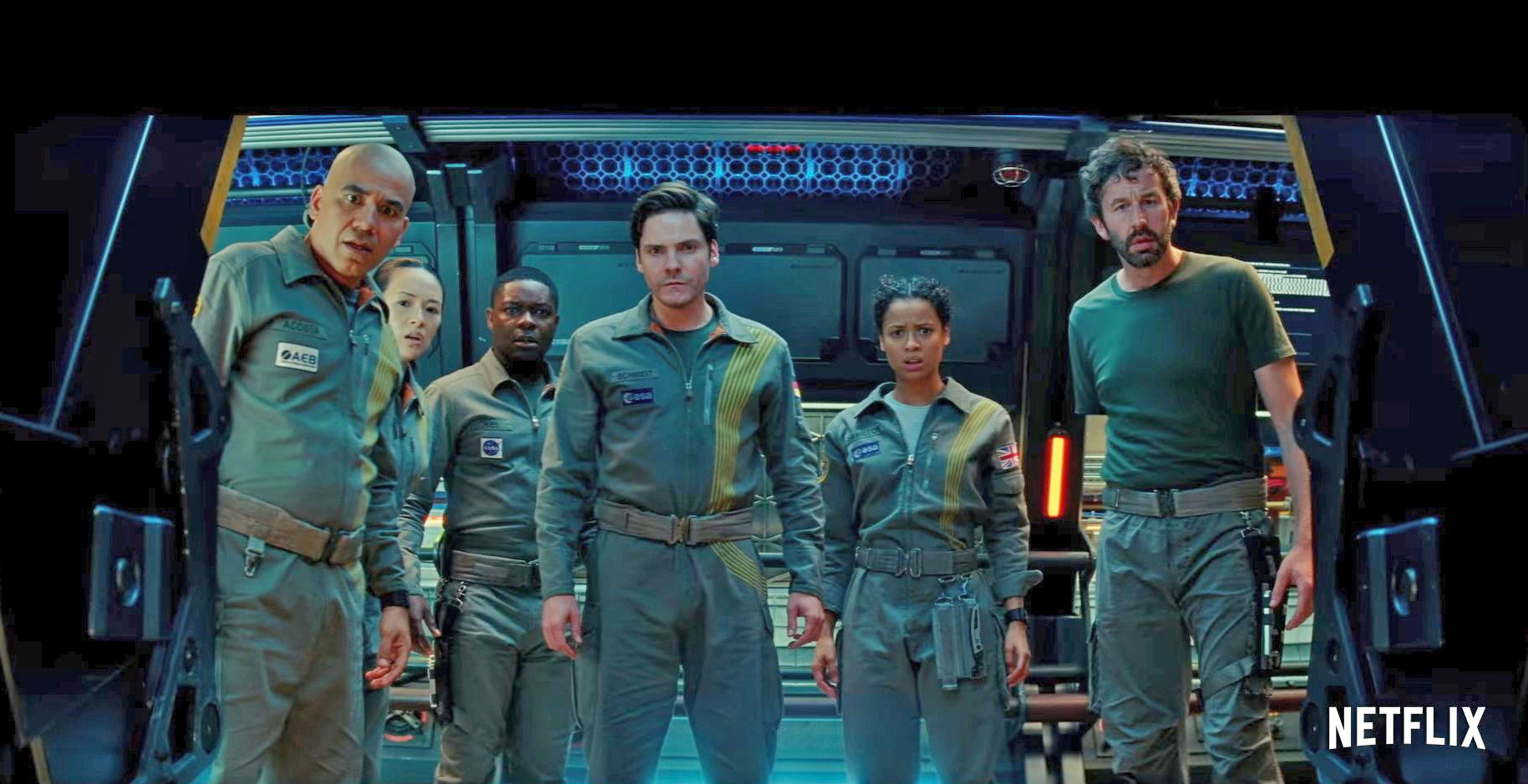 The Cloverfield Paradox the station's crew looks collectively into a hallway