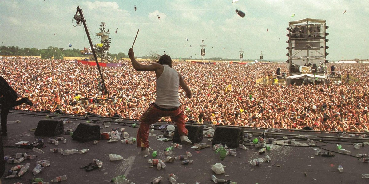 Kid Rock being pelted with bottles at Woodstock '99