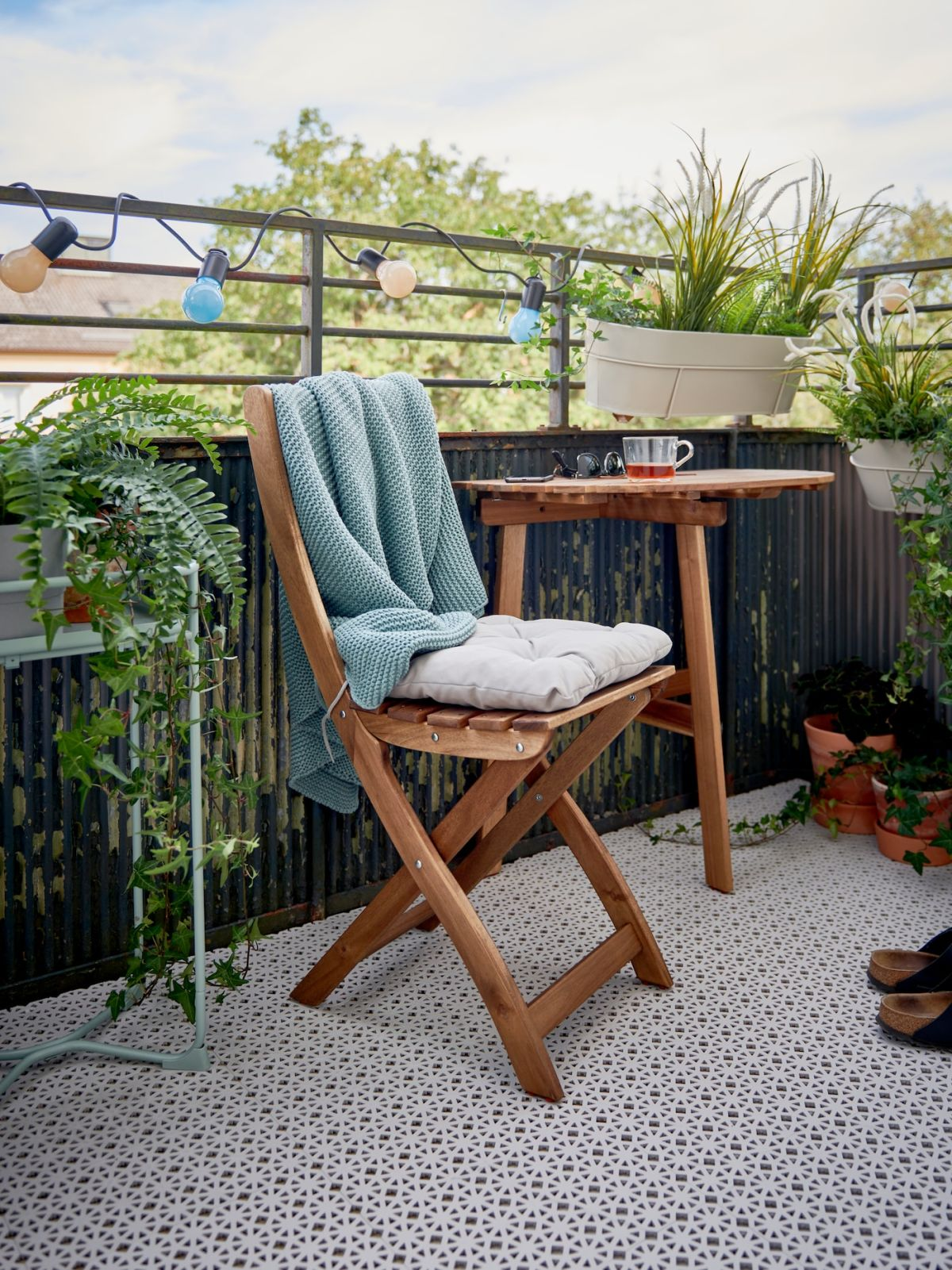 28 Balcony Ideas Decorate Small Apartment Balconies That Want Privacy Too Real Homes
