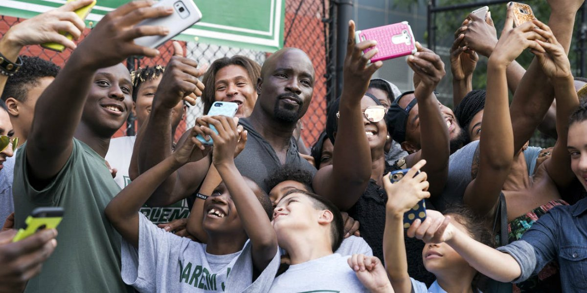 mike colter luke cage fans taking selfies netflix