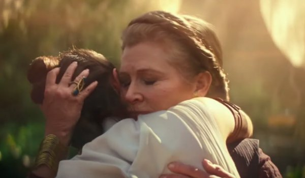 Star Wars: The Rise of Skywalker Leia holding Rey tearfully
