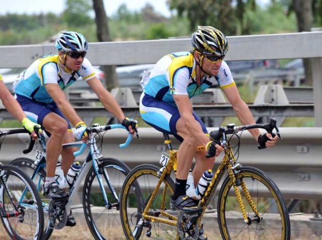 Lance Armstrong and Yaroslav Popovych