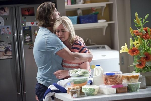 Brad comforts Lauren in Neighbours