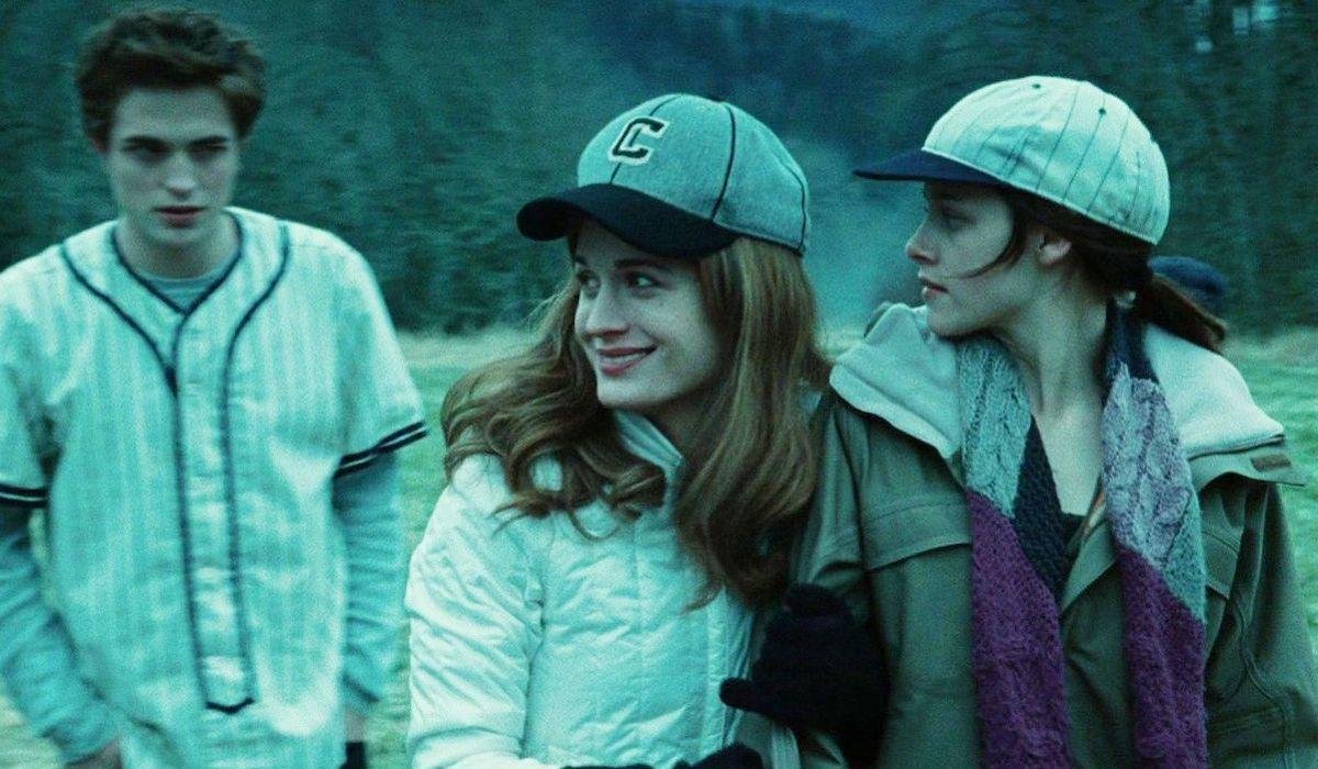 Edward, Esme and Bella play baseball in Twilight