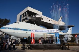 Space Shuttle/Carrier Aircraft Exhibit Opens in Houston