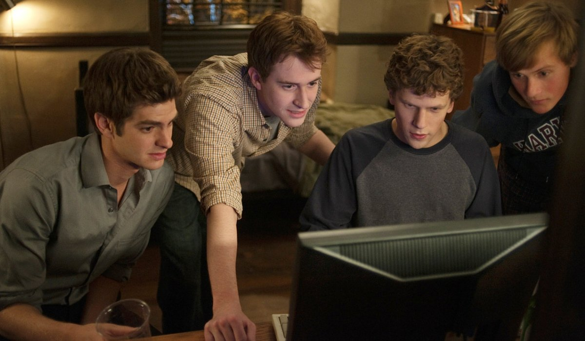 The Social Network Jesse Eisenberg and his friends crowd around a monitor