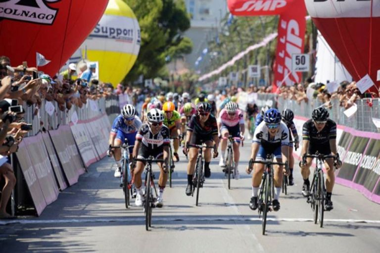 Giro Rosa stage six sprint. Photo: Anton Vos