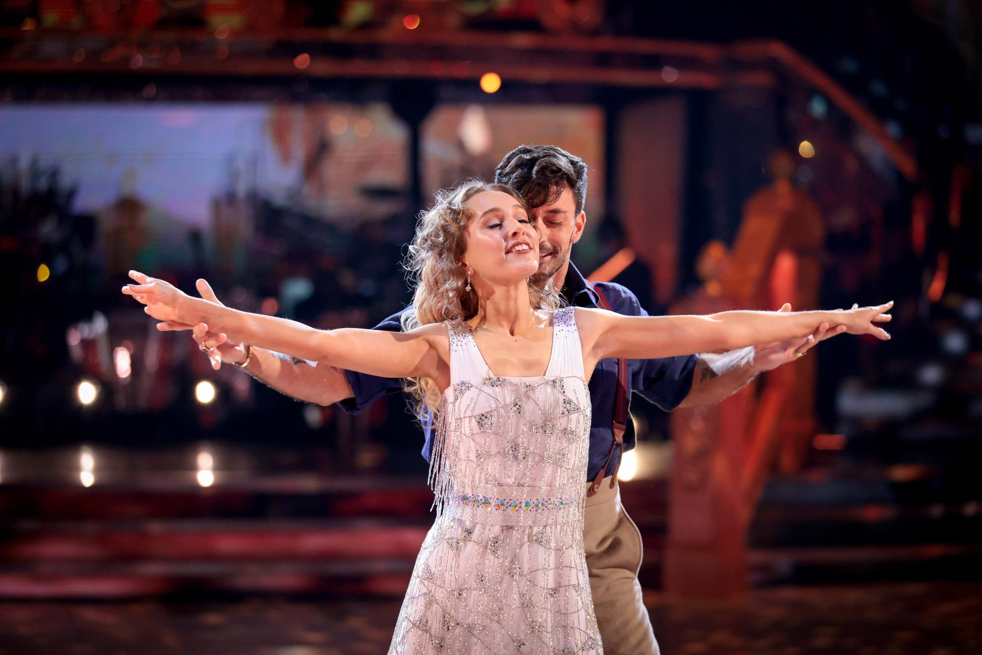 Rose y Giovanni en Move Week en Strictly Come Dancing