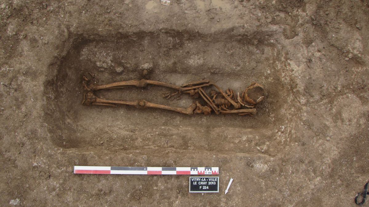 Archaeologists investigate mystery of graves reopened 1,400 years ago - Livescience.com