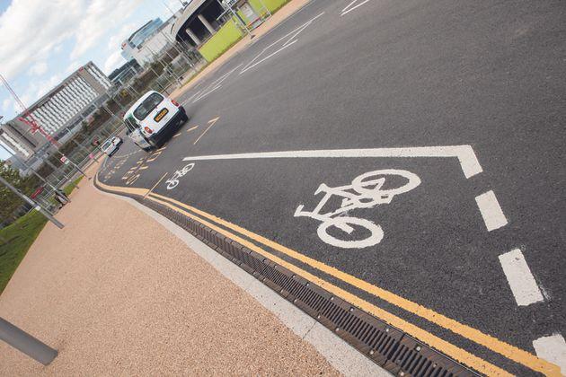 cycling_commuting_5189347
