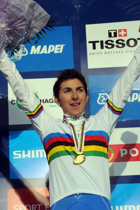 Giorgia Bronzini wins women's road race, World Champs 2011