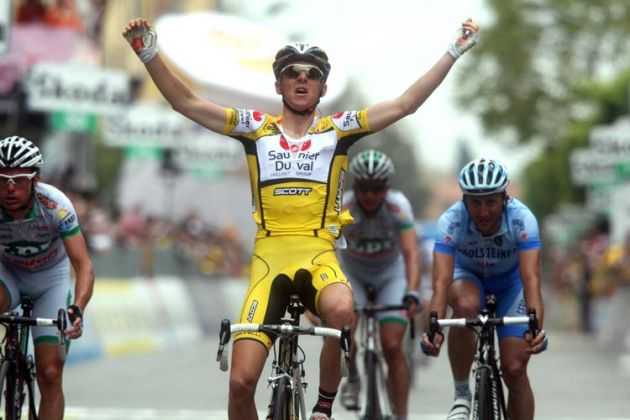 Riccardo Ricco wins stage two