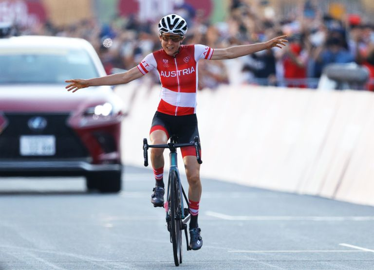 Anna Kiesenhofer wins the Olympic Games 2020 road race