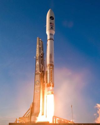A United Launch Alliance Atlas 5 rocket carrying the Air Force's second X-37B robot space plane, the Orbital Test Vehicle 2 (OTV-2), launches from its Space Launch Complex-41 at Florida's Cape Canaveral Air Force Station on March 5, 2011 at 5:46 p.m. EST.