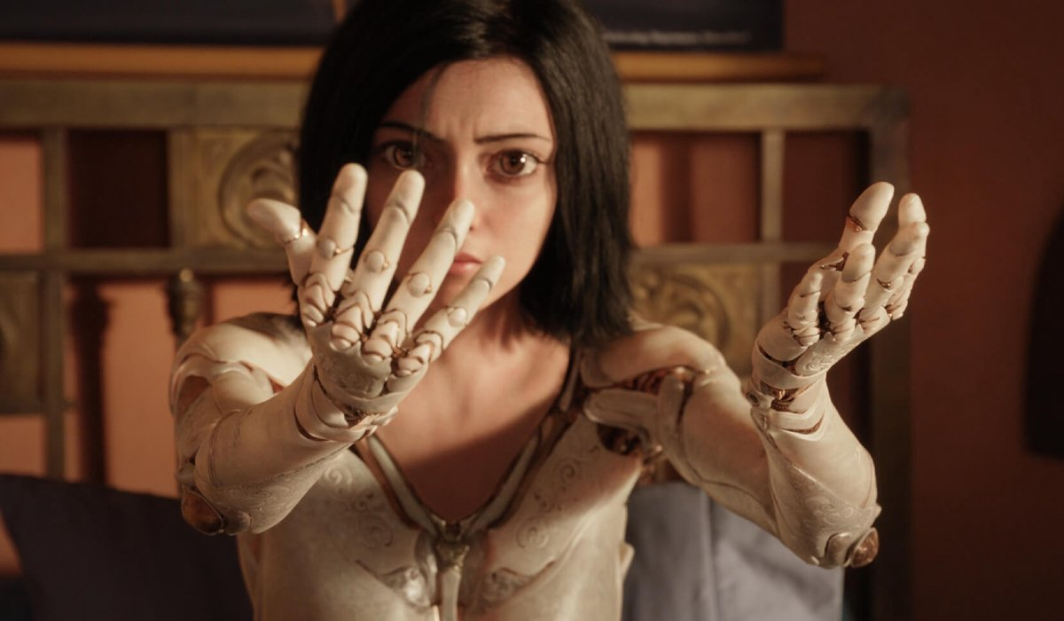 Alita: Battle Angel Alita examines her new arms