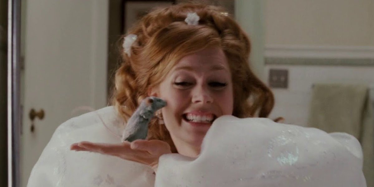 Amy Adams as Giselle with mouse in Happy Working Song