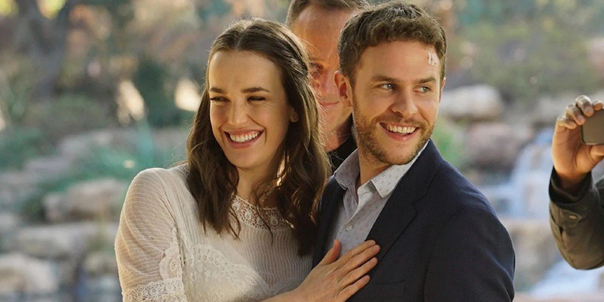 Iain De Caestecker and Elizabeth Henstridge in Agents of S..H.I.E.L.D