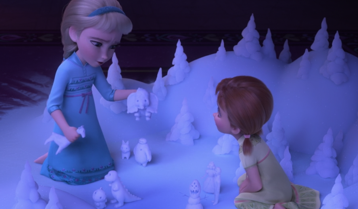 Anna and Elsa playing with Dumbo, Baymax, Snow White in Frozen II easter eggs