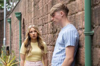 Peri Lomax talks to Sid Sumner in Hollyoaks