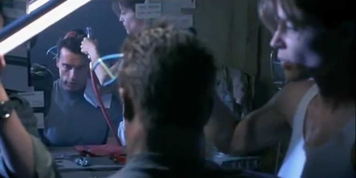 Arnold Schwarzenegger, Linda Hamilton and Leslie Hamilton in Terminator 2: Judgment Day