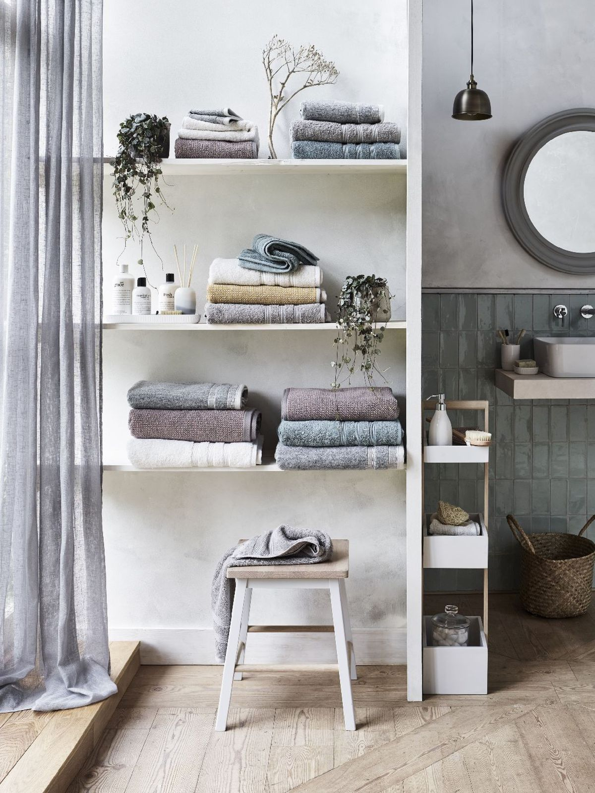 Small bathroom storage ideas: 16 ways to clear the clutter ...