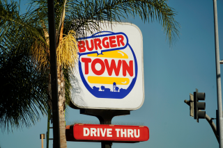 The burger town logo from Call of Duty.