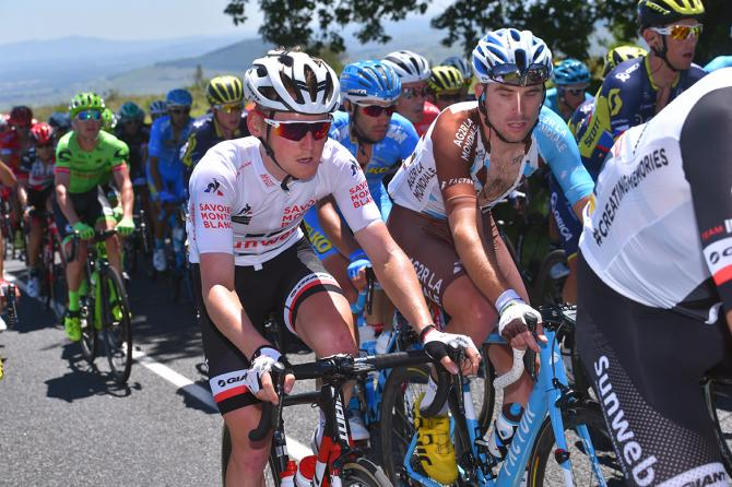 Sam Oomen in the young rider's jersey