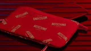 Honor 20 ja Moschinon pussi