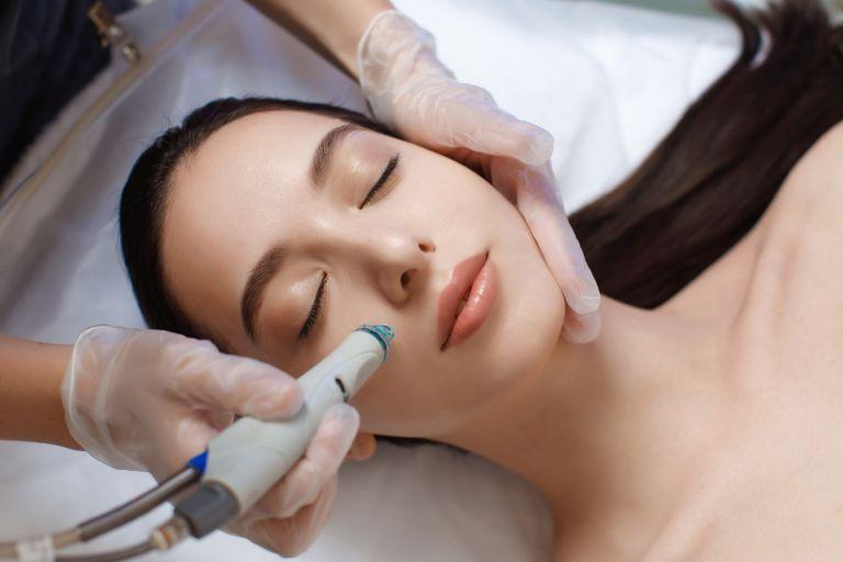 Woman having a Hydrafacial