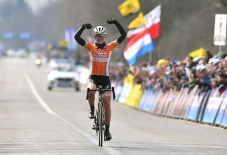 Anna van der Breggen wins the 2018 Tour of Flanders