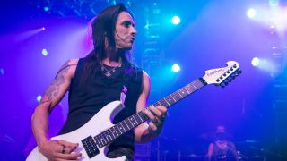 A picture of Nuno Bettencourt