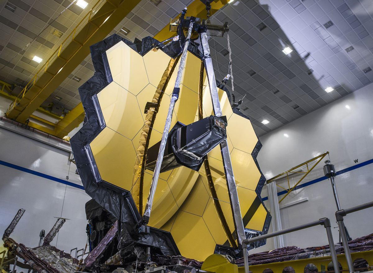 Watch NASA's James Webb Space Telescope unfold its golden mirror for the 1st time (video) - Space.com