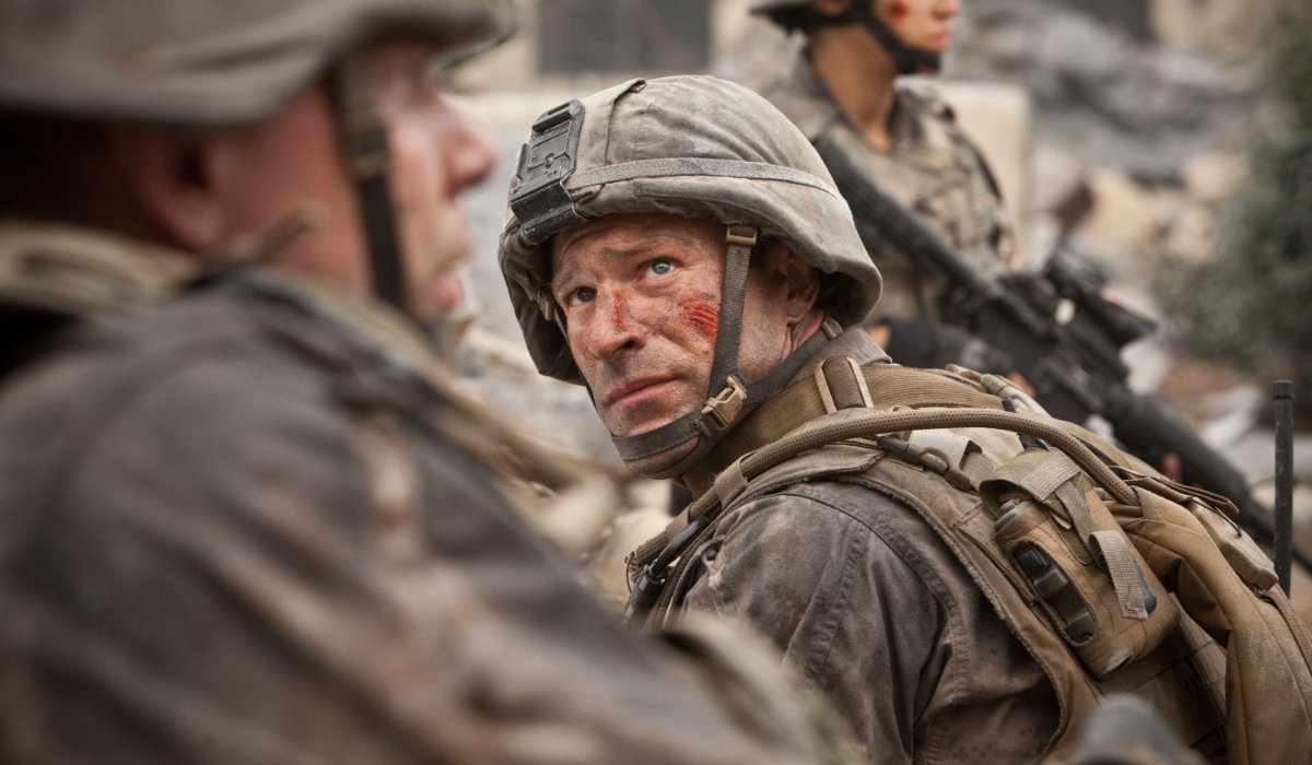 Battle: Los Angeles Aaron Eckhart looks to his fellow soldiers