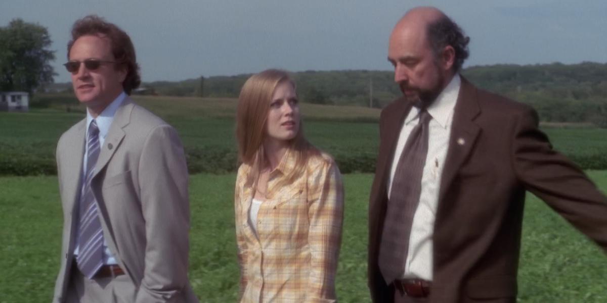 The West Wing Amy Adams Cathy walking through soybean field with Josh Lyman Toby Ziegler