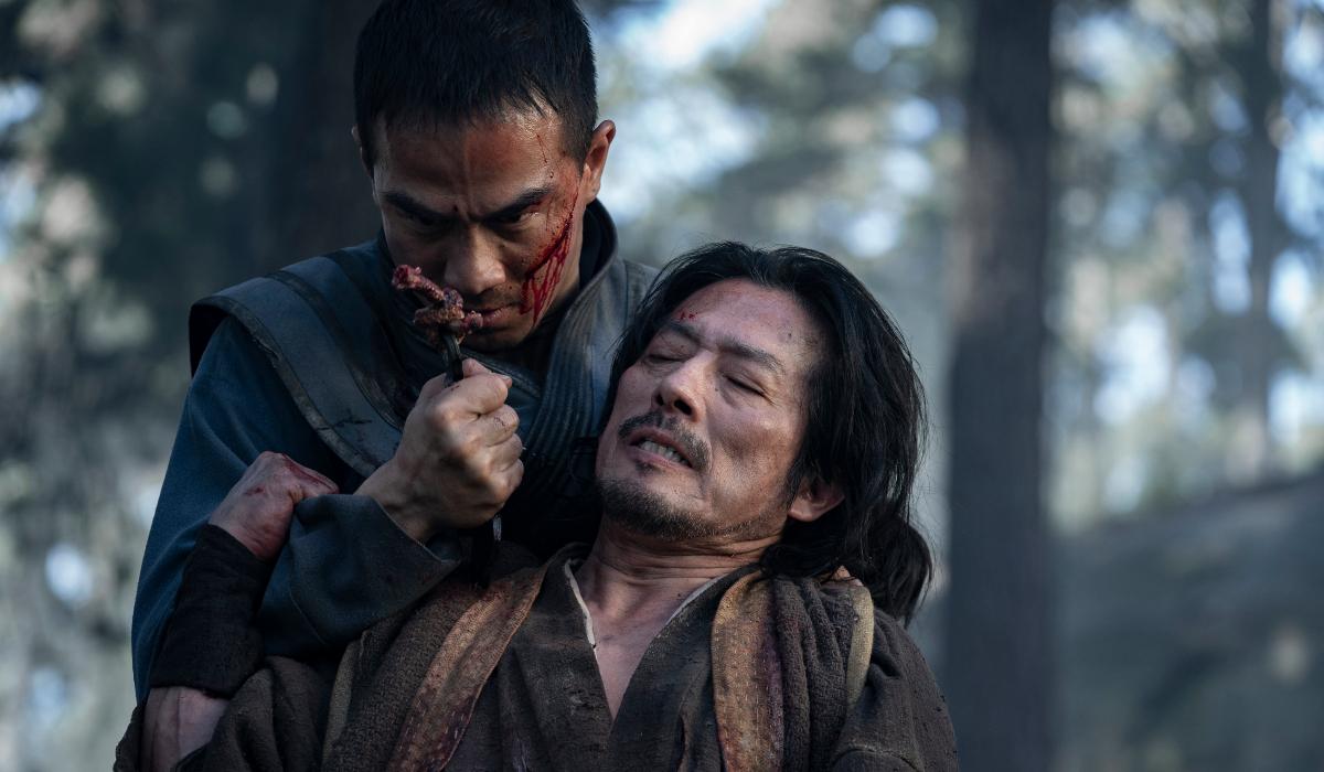 Joe Taslim stabs Hiroyuki Sanada with his blade in Mortal Kombat.