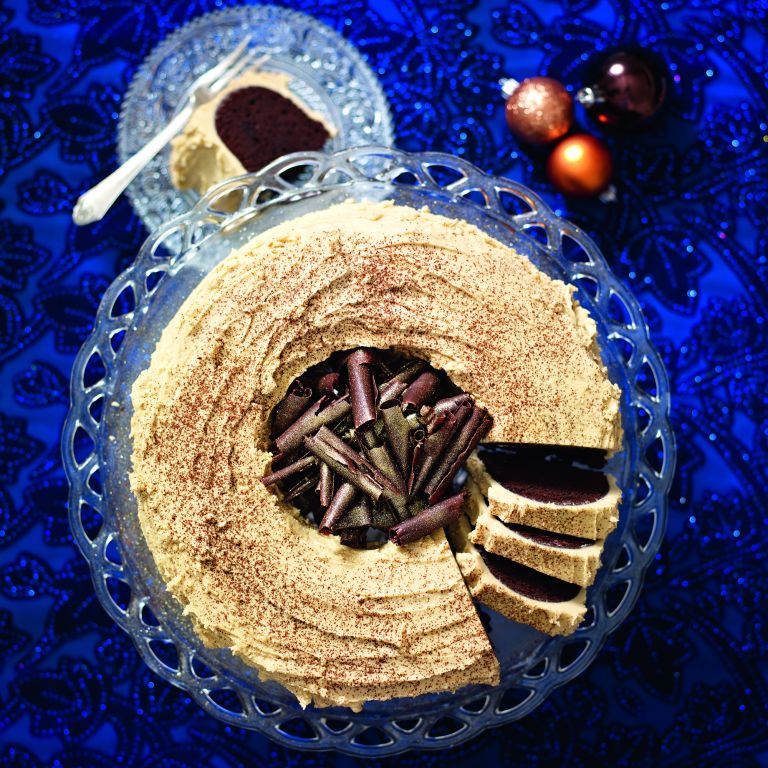 Bitter chocolate wreath cake
