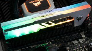 Predator Apollo RGB DDR4-4500 C19