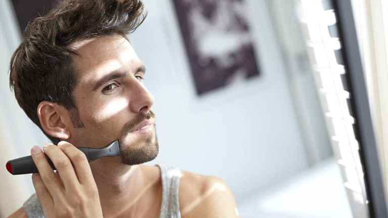 The best beard trimmer Philips MG1100/16 Series 1000 Precision Beard Styler in use by man in mirror