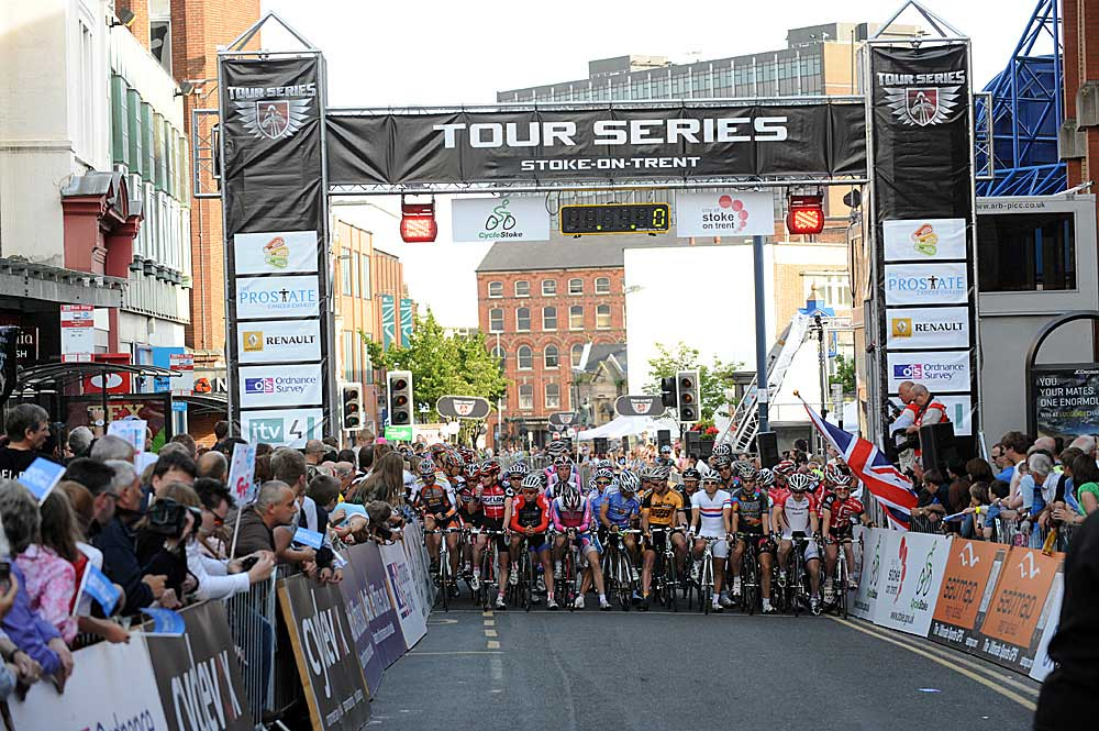 stoke on trent, tour series, criterium, british cycling, cycling racing, halfords, canditv, halfords, downing, hayles, elliott, wilkinson, tennant