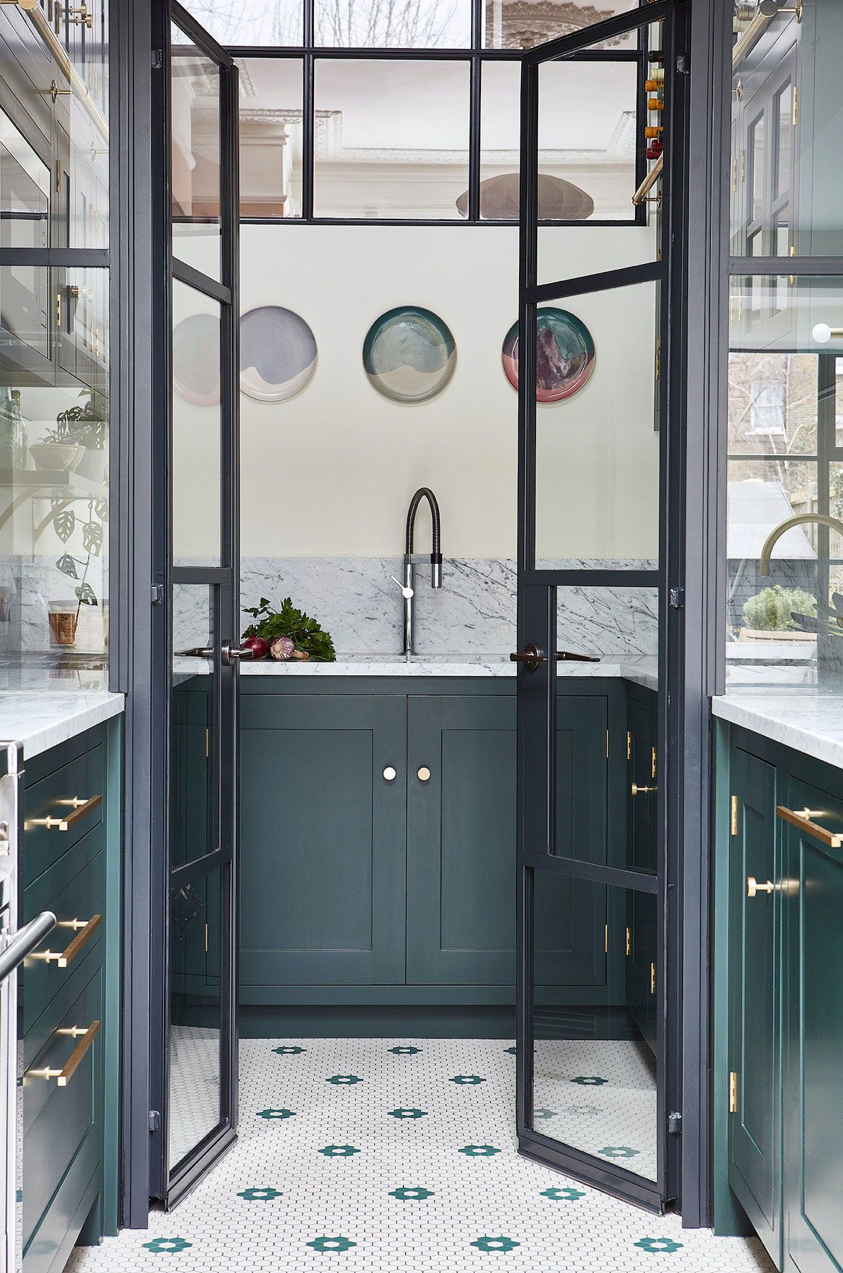 We're drooling over these gorgeous kitchen pantry designs