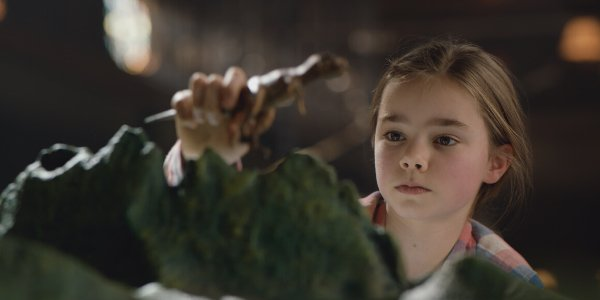Jurassic World: Fallen Kingdom Isabella Sermon Maisie plays with a model dinosaur