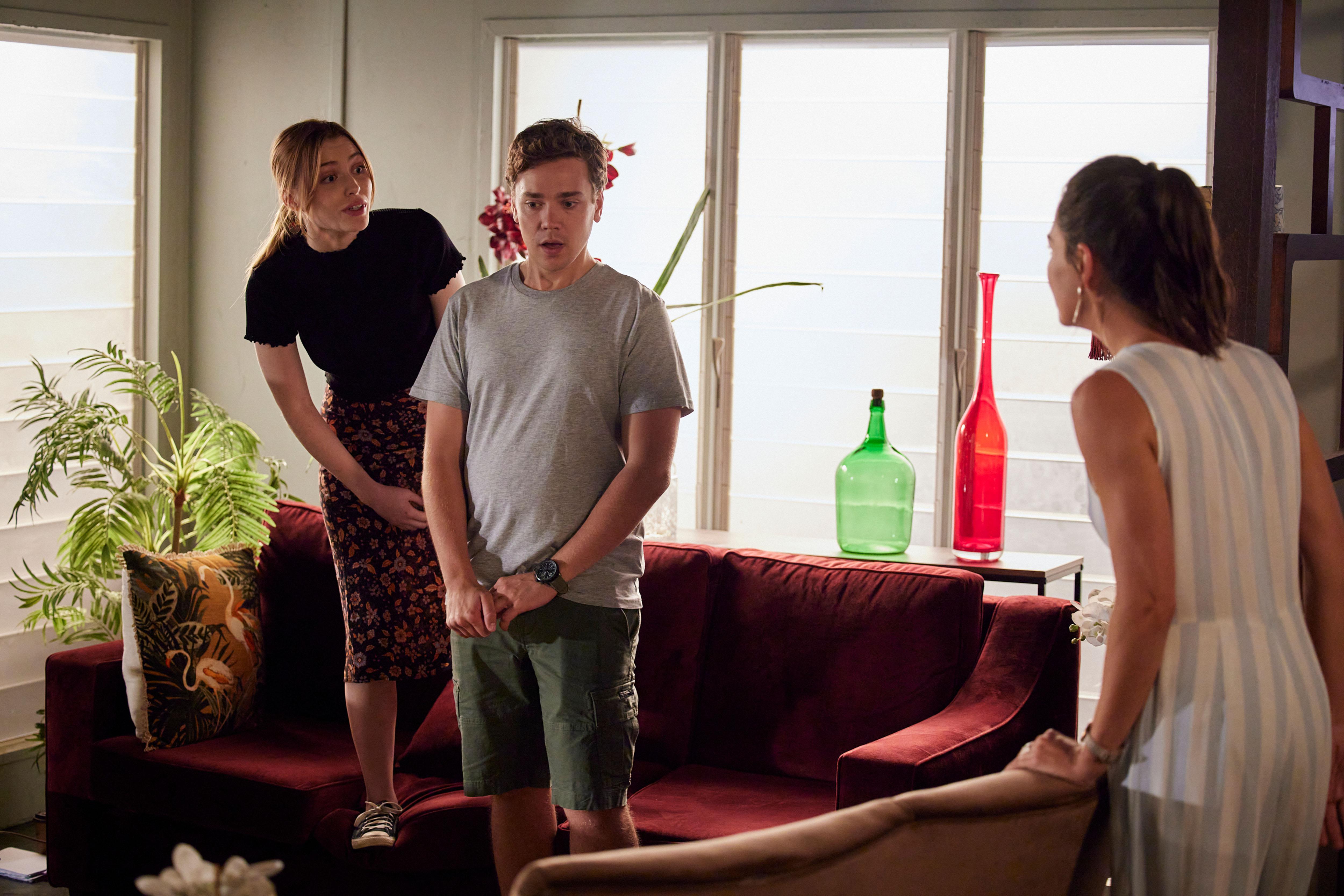 Chloe le dice a Mack que vio una rata en Salt in Home and Away