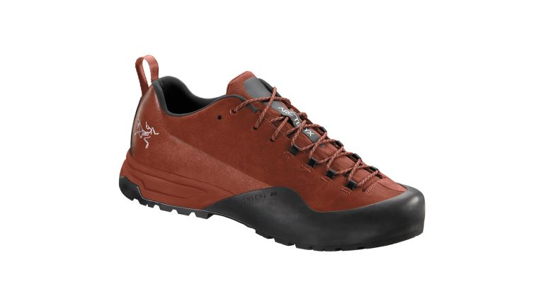 Best walking shoes at ISPO 2019: the new Arc'teryx Konseal AR in burnt red