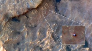 Curiosity Rover on Mars Spotted from Space in Awesome NASA Photo