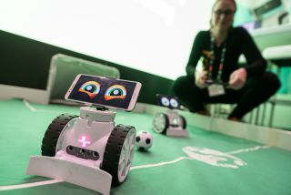 Bett attendee controls robot