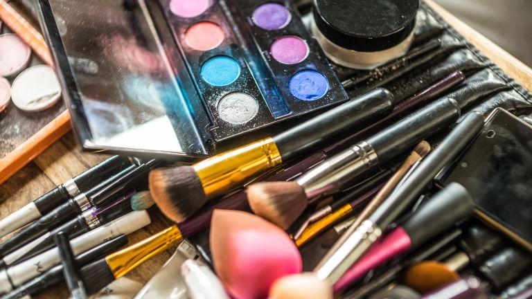 detail of make up brushes and powder, TikTok beauty hacks