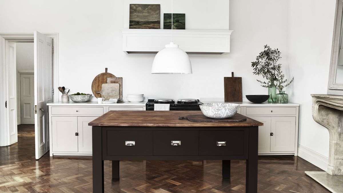 How to design a freestanding kitchen: cabinets, islands and larders ...